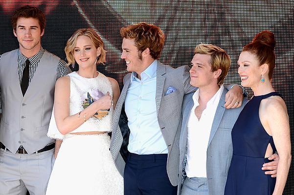 """The Hunger Games: Mockingjay Part 1"" Photocall - The 67th Annual Cannes Film Festival Дженнифер Лоуренс Новый лук Дженнифер Лоуренс"
