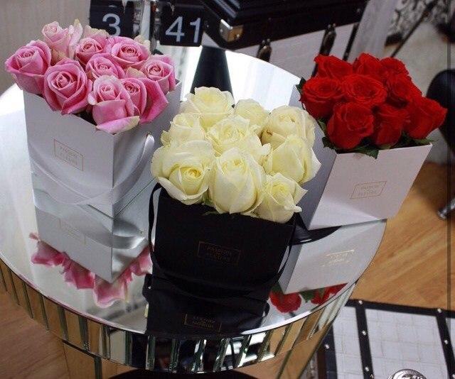 цветы в коробке Как провести 8 марта в Москве и что дарить на женский день Женский день 8 марта: что дарить и как проводить