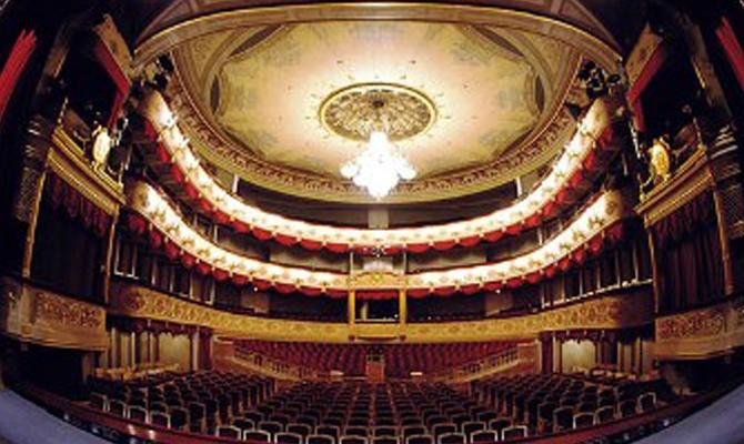 Весеннее предложение в театрах Москвы