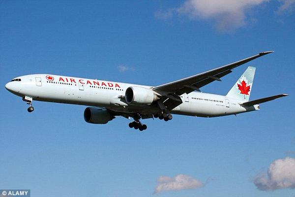 Photo of Самолет совершил вынужденную посадку из-за неадекватной пассажирки  Самолет совершил вынужденную посадку из-за неадекватной пассажирки CCVwfBwUgAArR2k