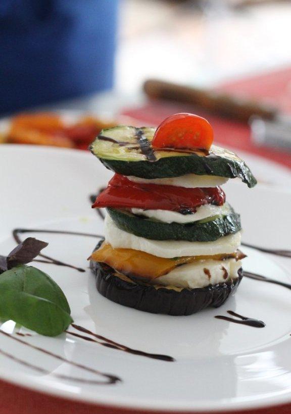 Теплый итальянский Капрезе от Габриэля Занарделли 5 лучших осенних салатов высокой кухни на вашем столе 5 лучших осенних салатов высокой кухни на вашем столе IMG 8790
