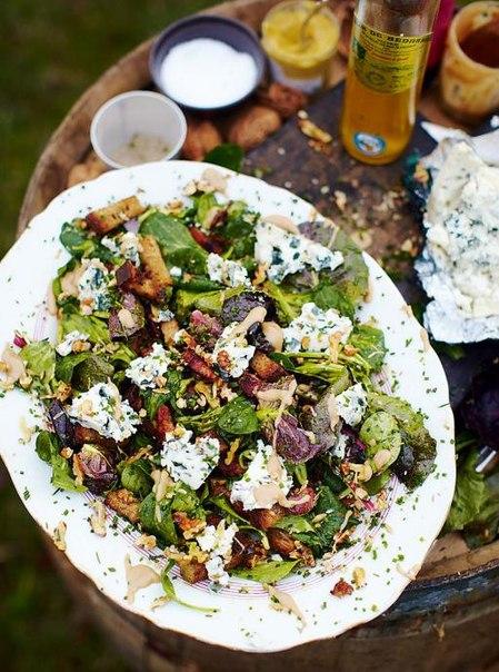салат с рокфором, бенефис рокфора, салат с горчичной заправкой Все могут короли: 9 простых и изысканных блюд для холостяка Все могут короли: 9 простых и изысканных блюд для холостяка