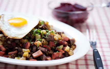 PYTT Y PANNA, поджарка с овощами Все могут короли: 9 простых и изысканных блюд для холостяка Все могут короли: 9 простых и изысканных блюд для холостяка