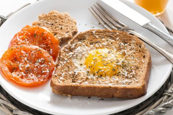 яичница в рамке Все могут короли: 9 простых и изысканных блюд для холостяка Все могут короли: 9 простых и изысканных блюд для холостяка