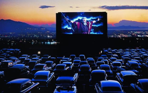 Автокинотеатр «Кино из авто» необычные кинотеатры Москвы С изюминкой: необычные кинотеатры Москвы