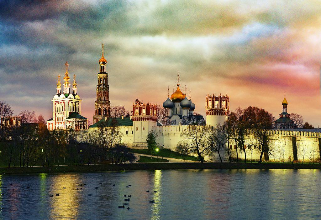 Топ-10 мест Москвы, полюбившиеся иностранцам Топ-10 мест Москвы, полюбившихся иностранцам Топ-10 мест Москвы, полюбившихся иностранцам Novodevichy 1024x704