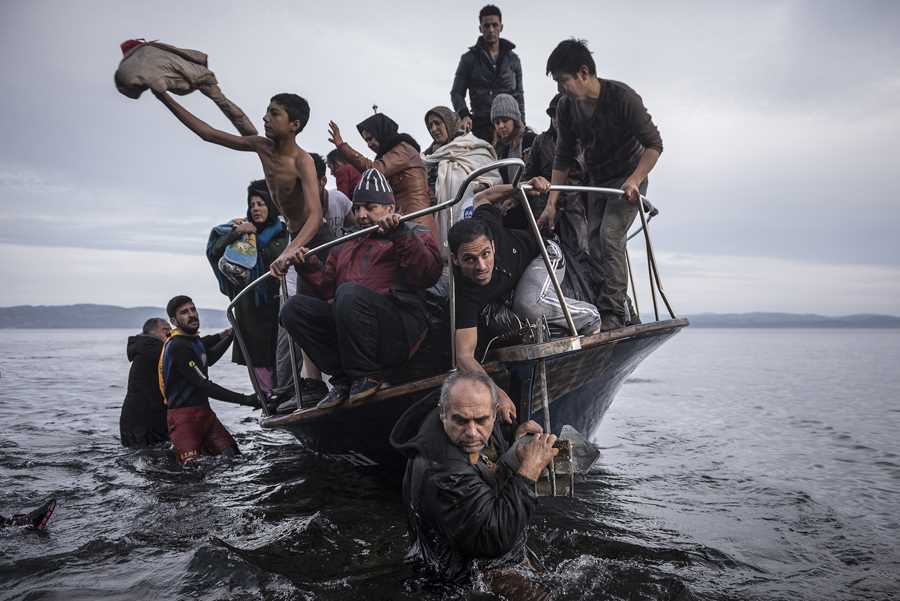 "Sergey Ponomarev ""Reporting Europe's Refugee Crisis"". world press photo contest 2016 World Press Photo Contest 2016 main 900 6"