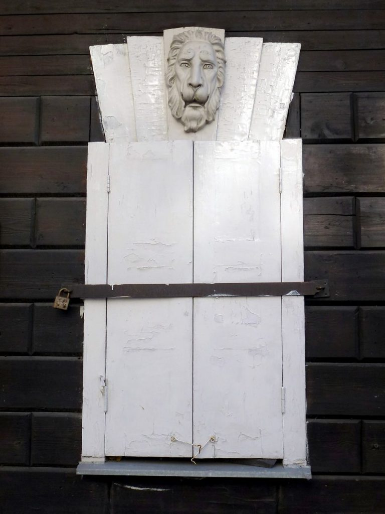 деревянный дом со львами Кто в Москве не бывал... Кто в Москве не бывал… image18 768x1024