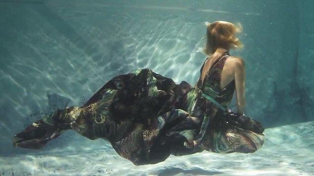 Photo of На грани фола: самые оригинальные модные показы десятилетия На грани фола: самые оригинальные модные показы десятилетия На грани фола: самые оригинальные модные показы десятилетия jana nedzvetskayas revolutionary underwater fashion show 0