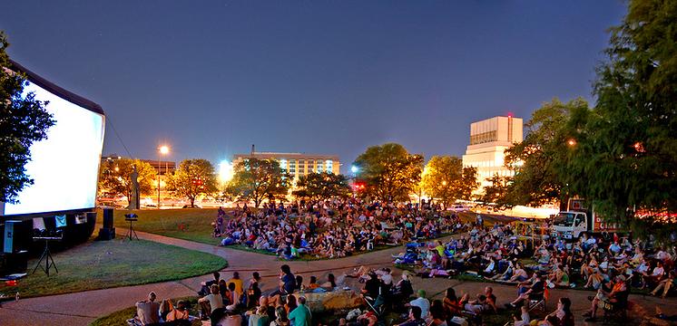 Кинотеатр под открытым небом Приятное с полезным: чем заняться в парках Приятное с полезным: чем заняться в парках