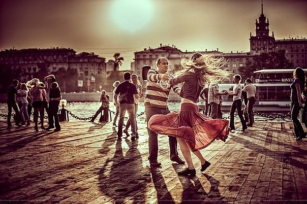 танцы в парках Приятное с полезным: чем заняться в парках Приятное с полезным: чем заняться в парках 00002
