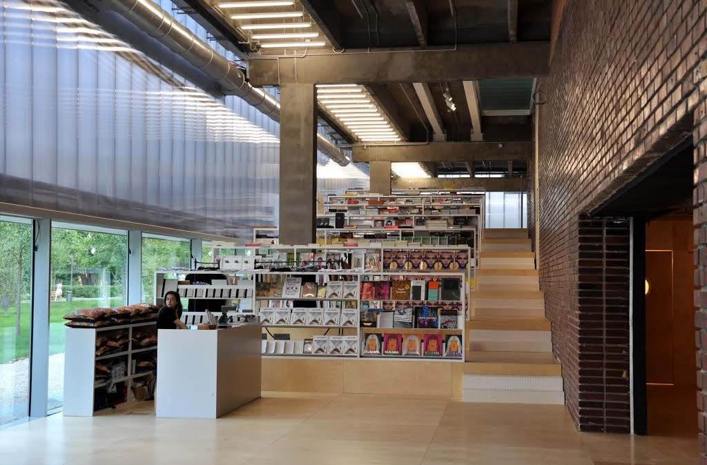 Центр современного искусство музей Гараж иностранная пресса Купить иностранную прессу в Москве: явки и пароли image4