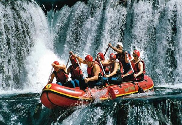 Спуститься на лодке по горной реке note: 100 вещей, которые нужно сделать летом Note: 100 вещей, которые нужно сделать летом spusk na lodke po gornoj reke2