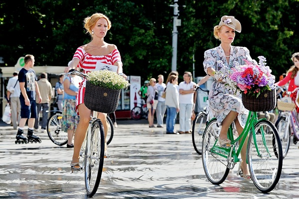 Велопарад «Леди на велосипеде» в парке «Сокольники» Летние фестивали в Москве Летние фестивали в Москве veloparad ledi na velosipede 2016 2