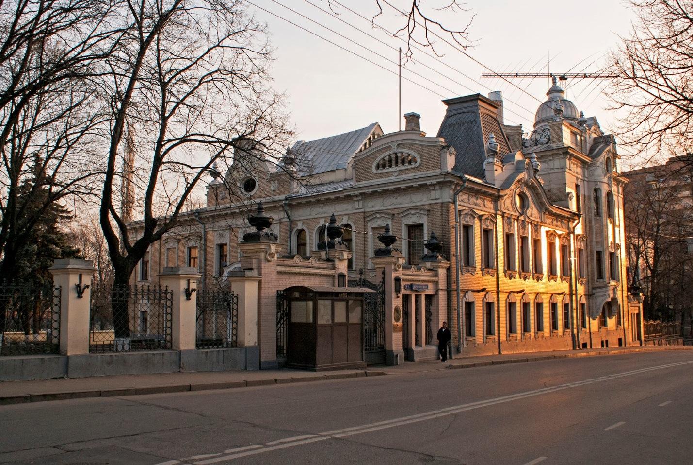 Посольство Индии (Особняк Г.В. Бардыгиной, 1911 г.) посольства в москве - png base64 iVBORw0KGgoAAAANSUhEUgAAAYYAAADcAQMAAABOLJSDAAAAA1BMVEUAAACnej3aAAAAAXRSTlMAQObYZgAAACJJREFUaIHtwTEBAAAAwqD1T20ND6AAAAAAAAAAAAAA4N8AKvgAAUFIrrEAAAAASUVORK5CYII  - Экскурсия по посольствам Москвы: самые интересные архитектурные постройки