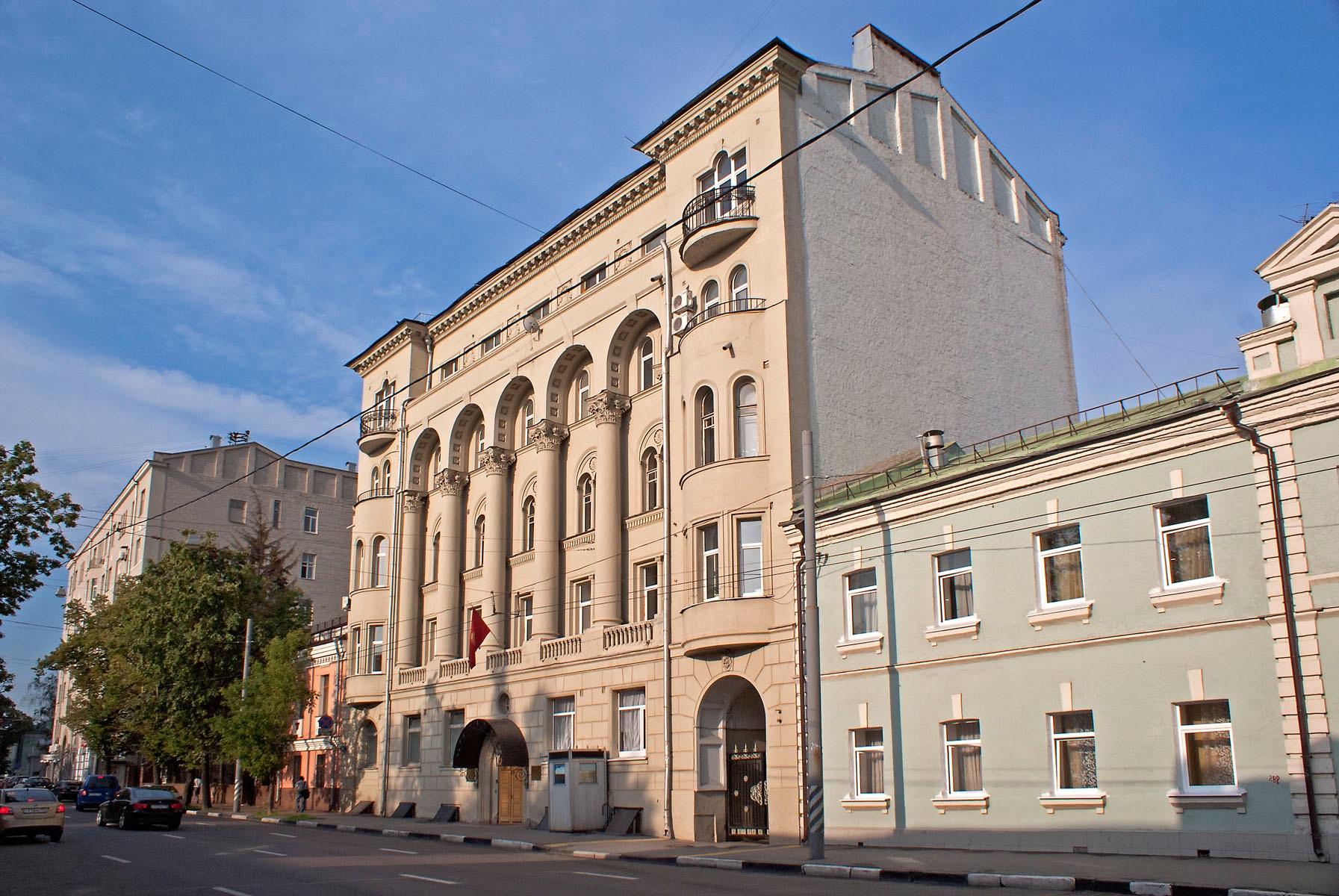 Посольство Киргизии (Доходный дом Н.Д. Ижболдина, 1911) посольства в москве - png base64 iVBORw0KGgoAAAANSUhEUgAAAYYAAADcAQMAAABOLJSDAAAAA1BMVEUAAACnej3aAAAAAXRSTlMAQObYZgAAACJJREFUaIHtwTEBAAAAwqD1T20ND6AAAAAAAAAAAAAA4N8AKvgAAUFIrrEAAAAASUVORK5CYII  - Экскурсия по посольствам Москвы: самые интересные архитектурные постройки