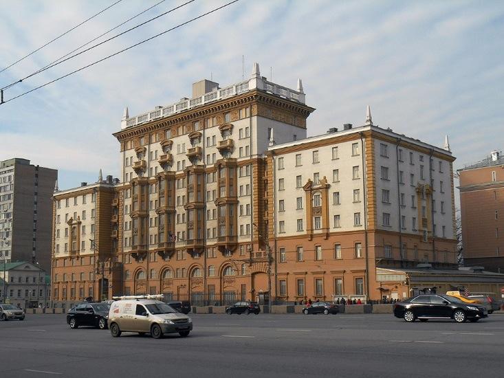 Посольство США («старый дом американского посольства», 1952 г.) посольства в москве - png base64 iVBORw0KGgoAAAANSUhEUgAAAYYAAADcAQMAAABOLJSDAAAAA1BMVEUAAACnej3aAAAAAXRSTlMAQObYZgAAACJJREFUaIHtwTEBAAAAwqD1T20ND6AAAAAAAAAAAAAA4N8AKvgAAUFIrrEAAAAASUVORK5CYII  - Экскурсия по посольствам Москвы: самые интересные архитектурные постройки