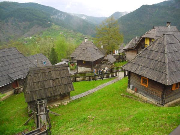 Photo of Захар Прилепин построит этно-деревню для творческих людей Захар Прилепин Захар Прилепин построит этно-деревню для творческих людей d1