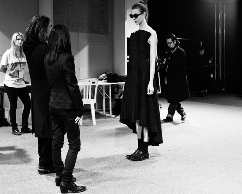 Мужские элементы женского гардероба, андрогинность, антверпенская шестерка женщины в мужской одежде Мужские элементы женского гардероба image 1