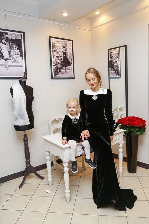 модница Жаклин, дочка Ольги Лефферс i love chanel. Частные коллекции Выставка I love Chanel: откройте легенду заново 226615886 14014765965773431008