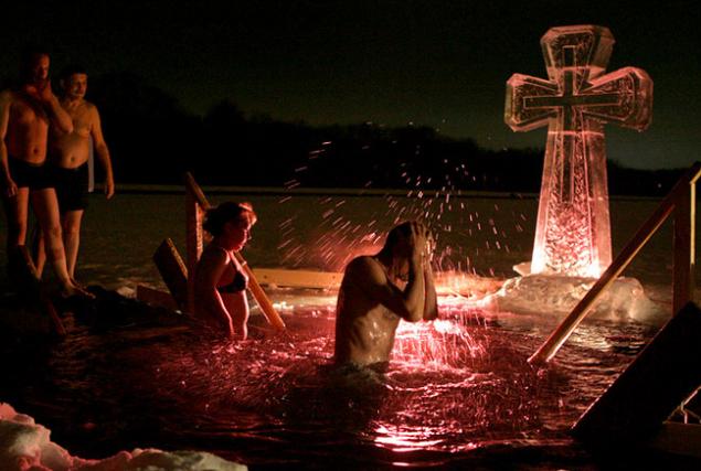 Крещение, крещенские купания, рождественские праздники, массовые купания, окунание в прорубь, На Крещение в Москве подготовят 60 мест для купания Крещение На Крещение в Москве подготовят 60 мест для купания 6643