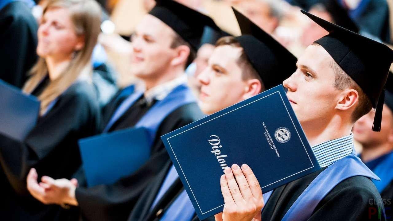 Photo of Они тоже были студентами студент Они тоже были студентами Studenty poluchayut diplom