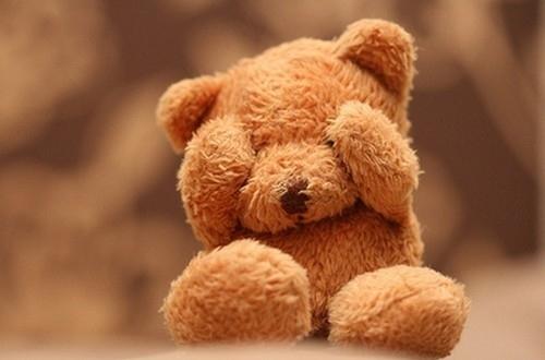 На ВДНХ появился робот-медвежонок, дарящий объятия