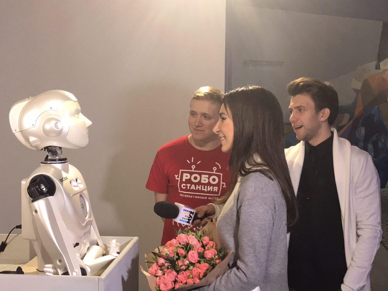 Photo of На ВДНХ роботы будут дарить розы  На ВДНХ роботы будут дарить розы 06 1