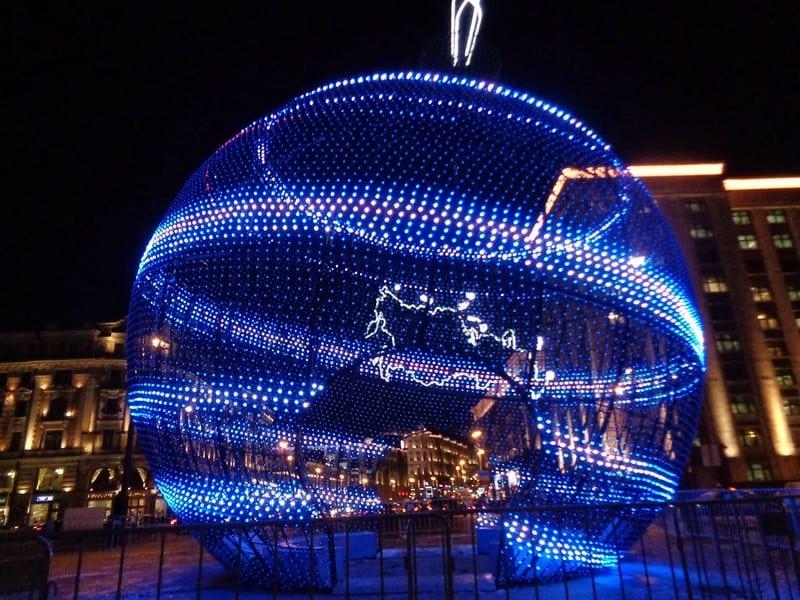 В Москве установят самый большой вмире елочный шарстанцполом внутри В Москве установят самый большой вмире елочный шарстанцполом внутри 2 2