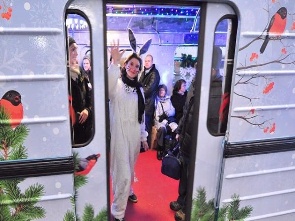 Тысячи человек встретили Новый год в метро Тысячи человек встретили Новый год в метро 2 5