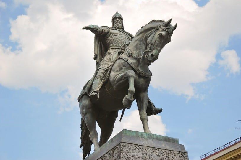 Памятник Юрию Долгорукому в Москве Памятник Юрию Долгорукому в Москве                                         1