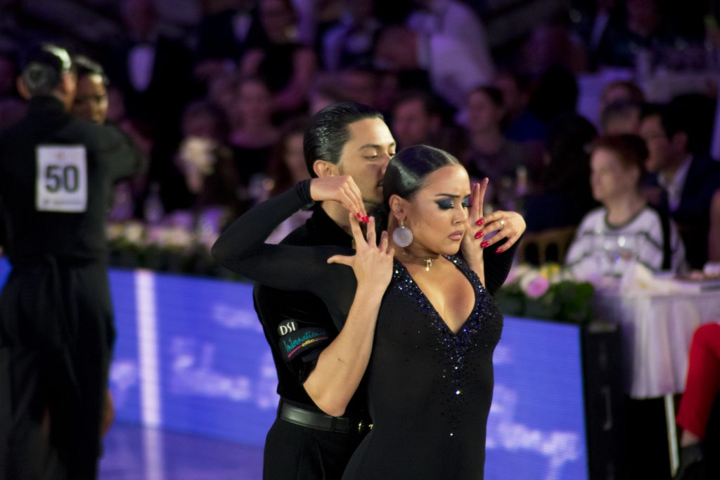 1 место - пара из США Остин Джосон и Нино Дзнеладзе Кубок мира по латиноамериканским танцам 2018 Кубок мира по латиноамериканским танцам 2018 DAY 5282 1024x683