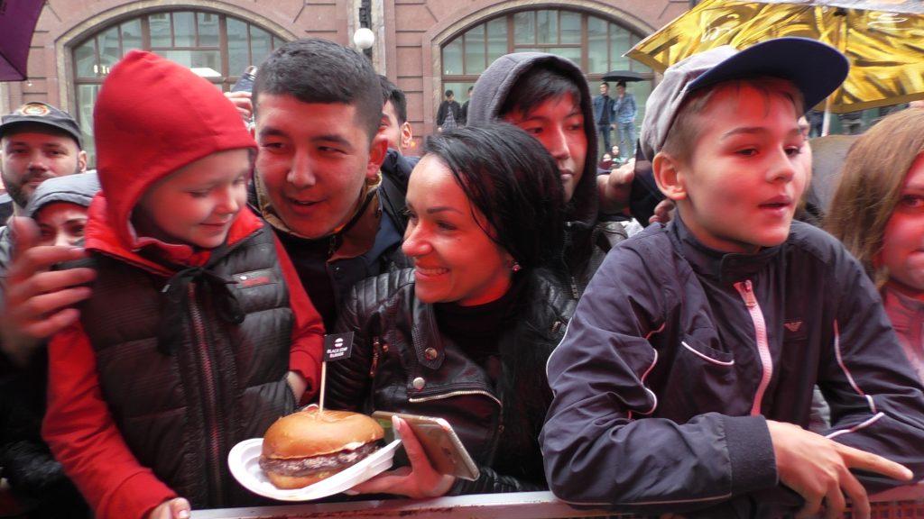 На Мясницкой открылся Новый black star burger. На Мясницкой открылся новый Black Star Burger. Репортаж S1260018 1024x576