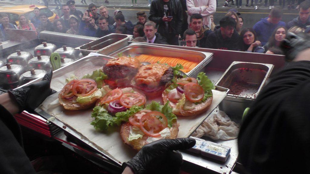 На Мясницкой открылся Новый black star burger. На Мясницкой открылся новый Black Star Burger. Репортаж S1260040 1024x576