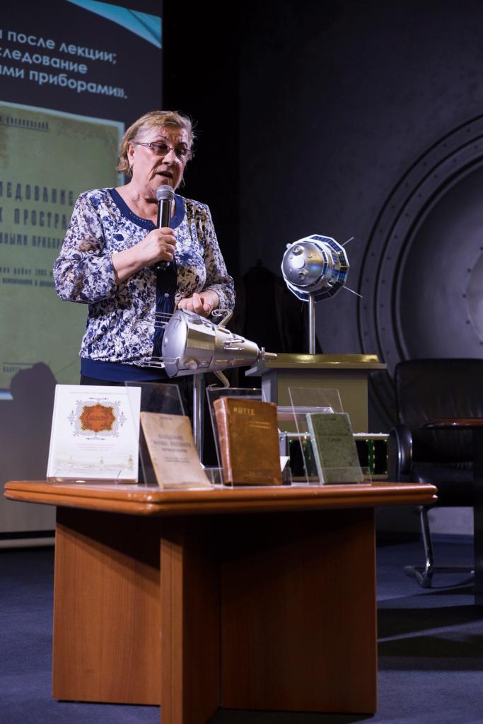 день дарителя в музее «Космический» хлопок, омар Юрия Гагарина, одежда первой женщины министра, или что лучше подарить музею                                   683x1024