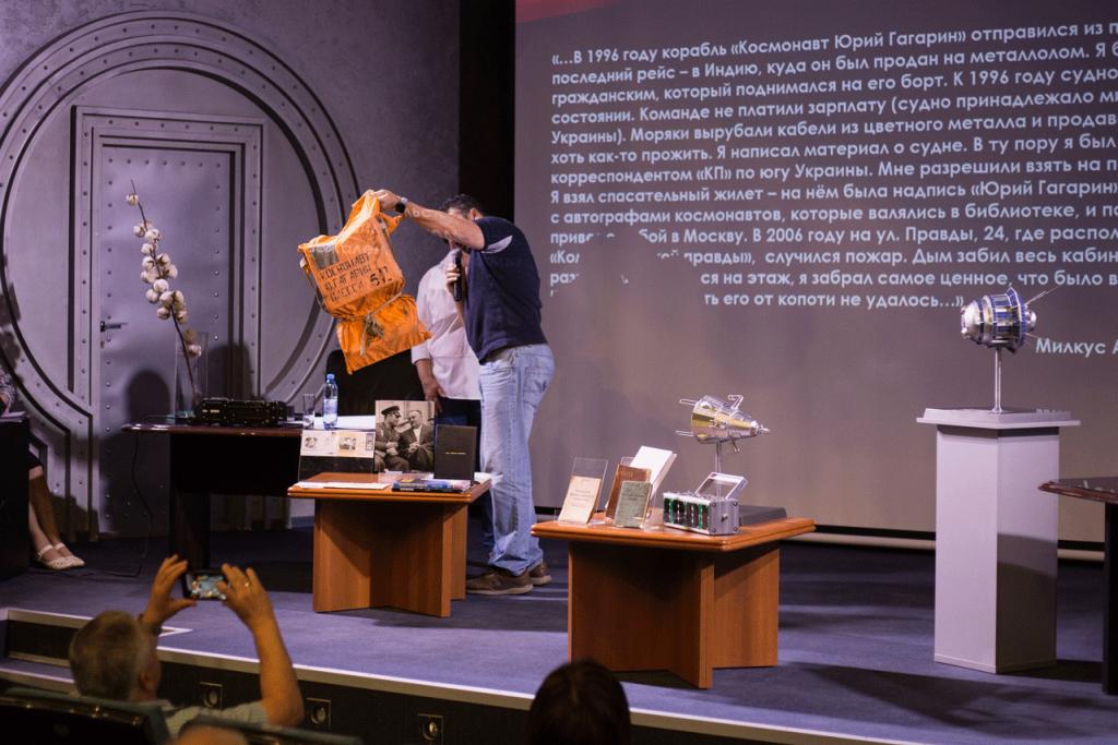 день дарителя в музее «Космический» хлопок, омар Юрия Гагарина, одежда первой женщины министра, или что лучше подарить музею                         1024x683