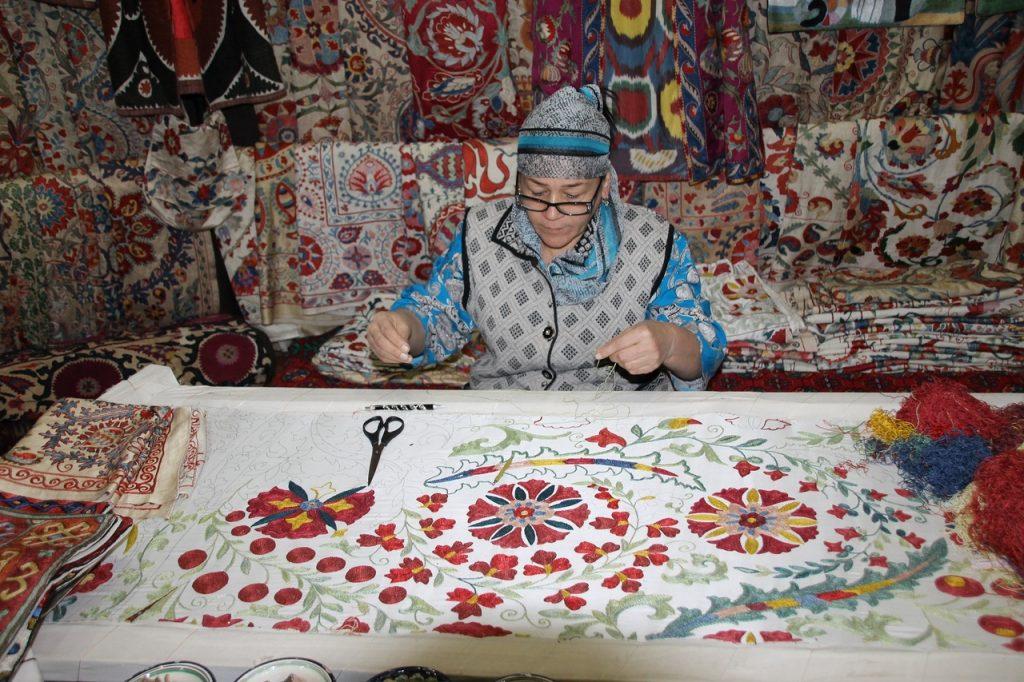 Музей моды Хранители вышивки Узбекистана» Бесплатное воскресенье в музеях: топ 7 выставок, на которые стоит успеть Бесплатное воскресенье в музеях: топ 7 выставок, на которые стоит успеть                       1024x682