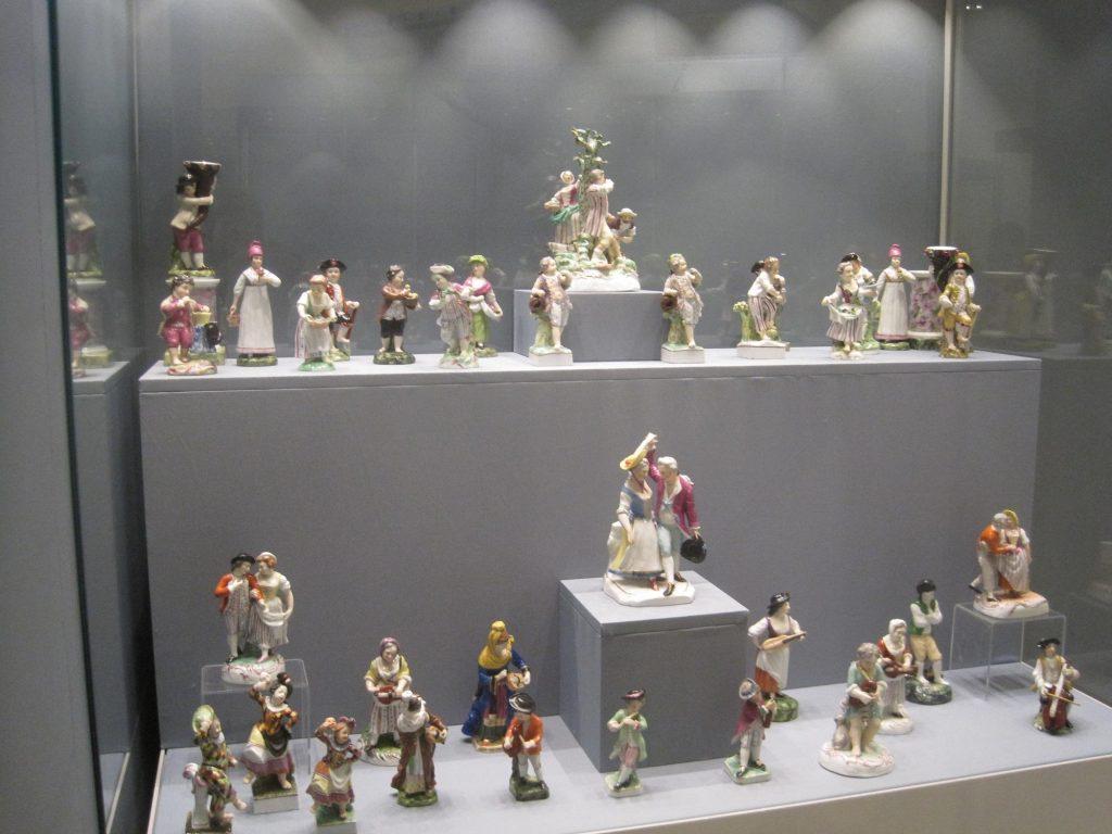 Выставка «Собрание А.В. Морозова: фарфор, керамика, стекло»  Ретро, пейзажи и сюрреализм: бесплатное воскресенье в городских музеях 5 1024x768