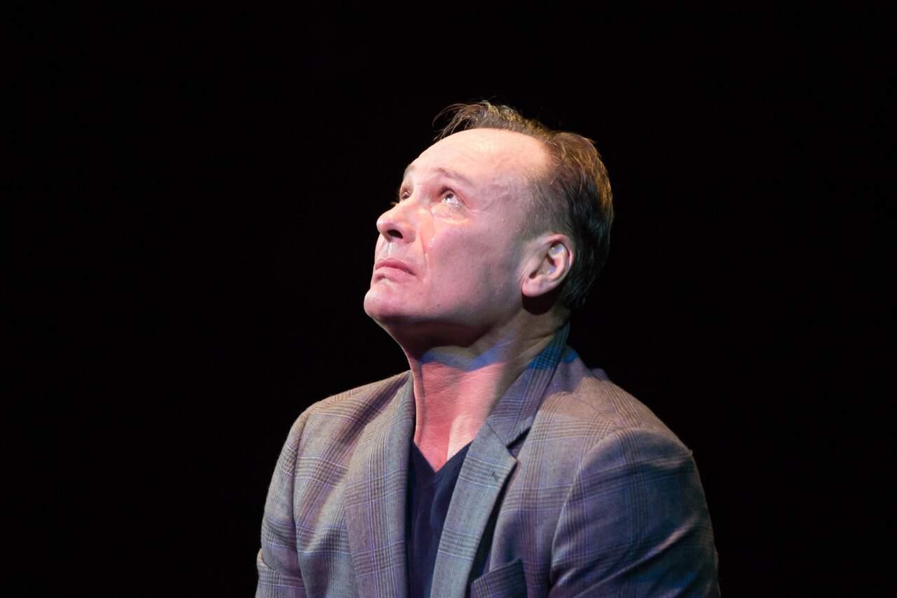 театр Луны «Не бойся жизни, Коля!» : премьерный спектакль «Солнышко моё» в Театре Луны 4mmeI9BgdVc