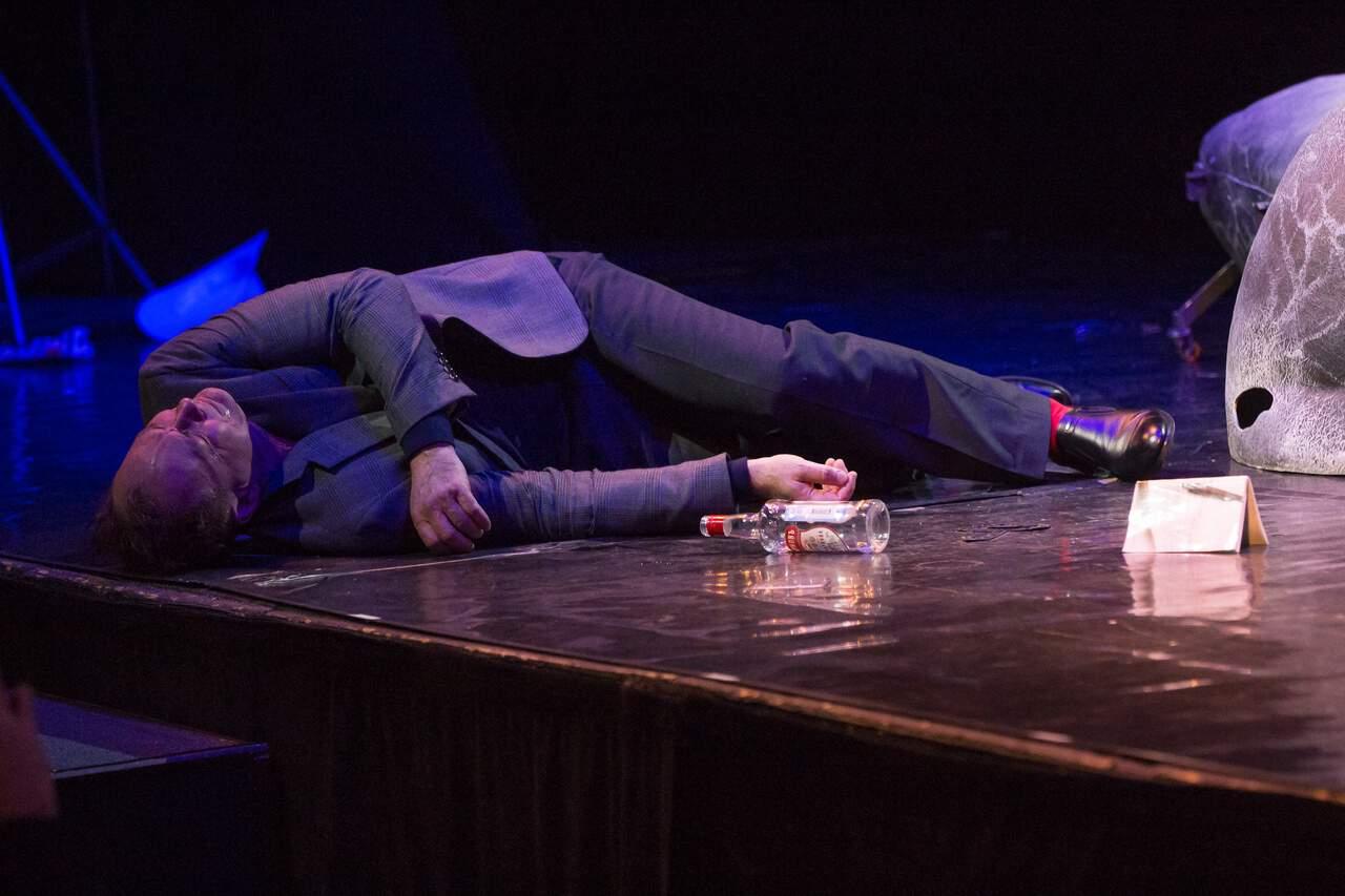 театр Луны «Не бойся жизни, Коля!» : премьерный спектакль «Солнышко моё» в Театре Луны CEC5  U1kUY