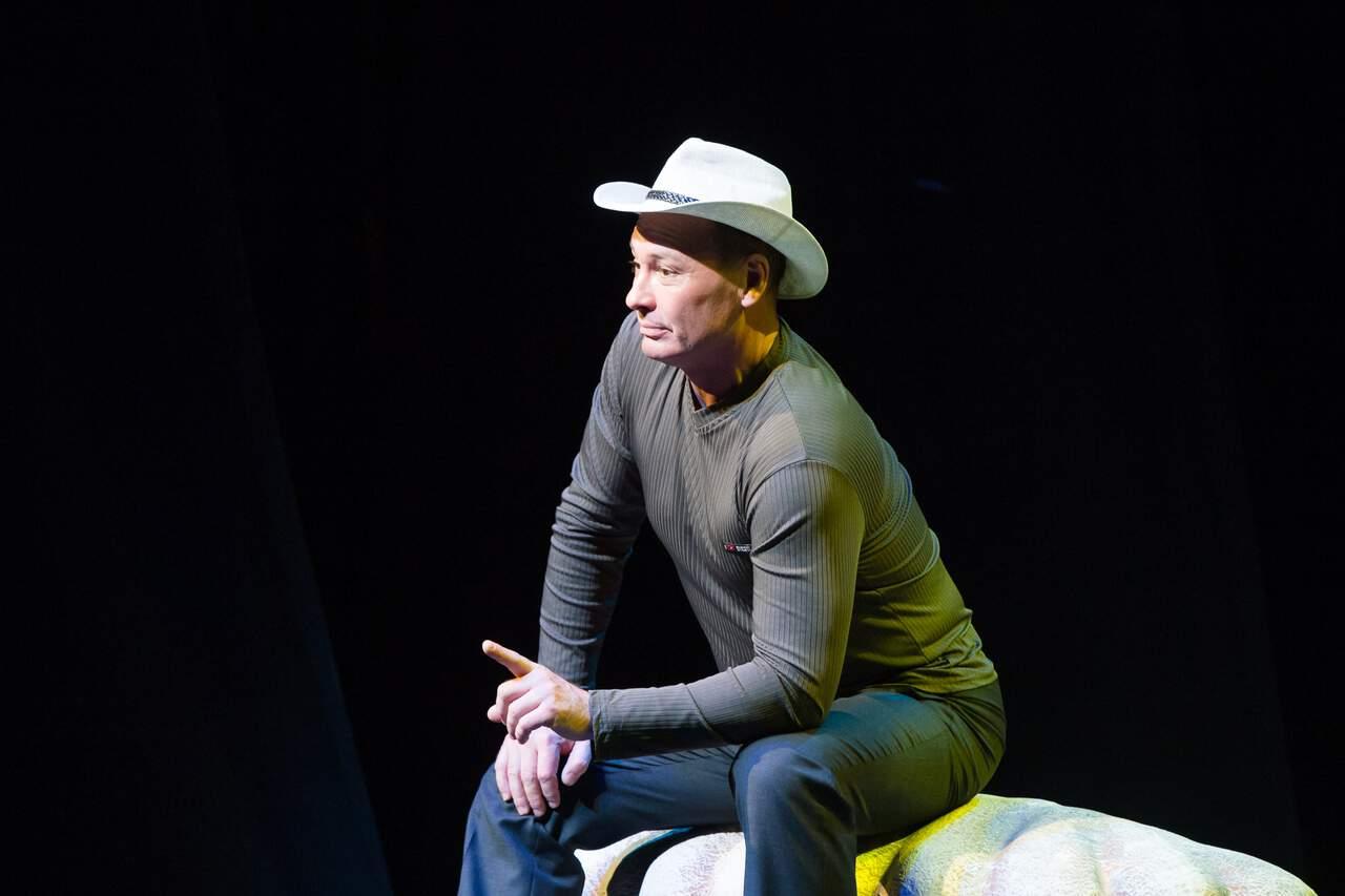 театр Луны «Не бойся жизни, Коля!» : премьерный спектакль «Солнышко моё» в Театре Луны E4O0xHXVC3A