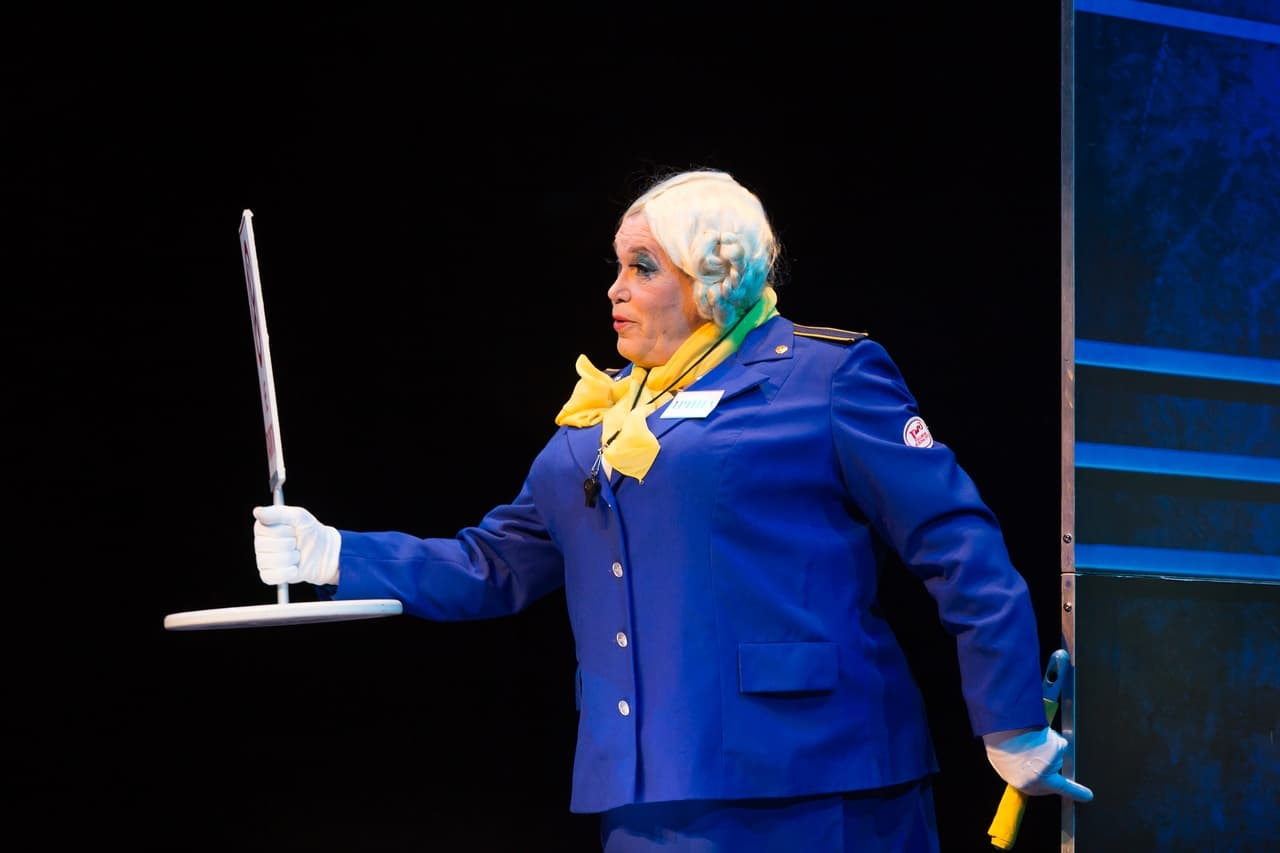 театр Луны «Не бойся жизни, Коля!» : премьерный спектакль «Солнышко моё» в Театре Луны rewjOcegta4