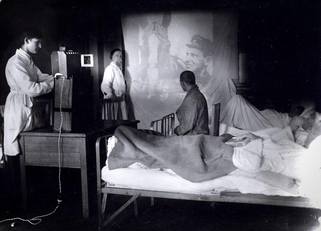 Дарвиновский А.Ф. Котс в палате госпиталя. 1942 - 1944 гг. музеи в тылу День Победы: как московские музеи работали в тылу и на фронте