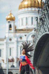 Саймон Фулер Мы — одно целое? Россия танцует вместе с США и Японией? eGf7wnHxphc 200x300