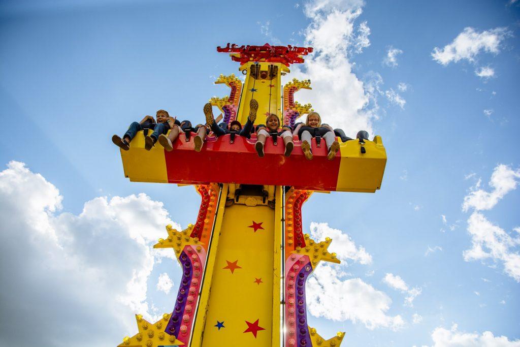 семейный парк Сказка Летний сезон в парке «Сказка»                       47 min 1024x683