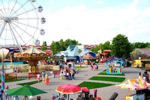 Семейный парк Сказка в Москве семейный парк Сказка Летний сезон в парке «Сказка» 10 min 300x200