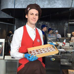 шоколадная фабрика В Москве-сити открылась шоколадная фабрика GwWUJR8Ss64 300x300
