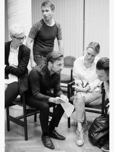 Дядя Петя В августе в театр: премьера злободневного спектакля «Дядя Петя» FUfq0YlWgN0 226x300
