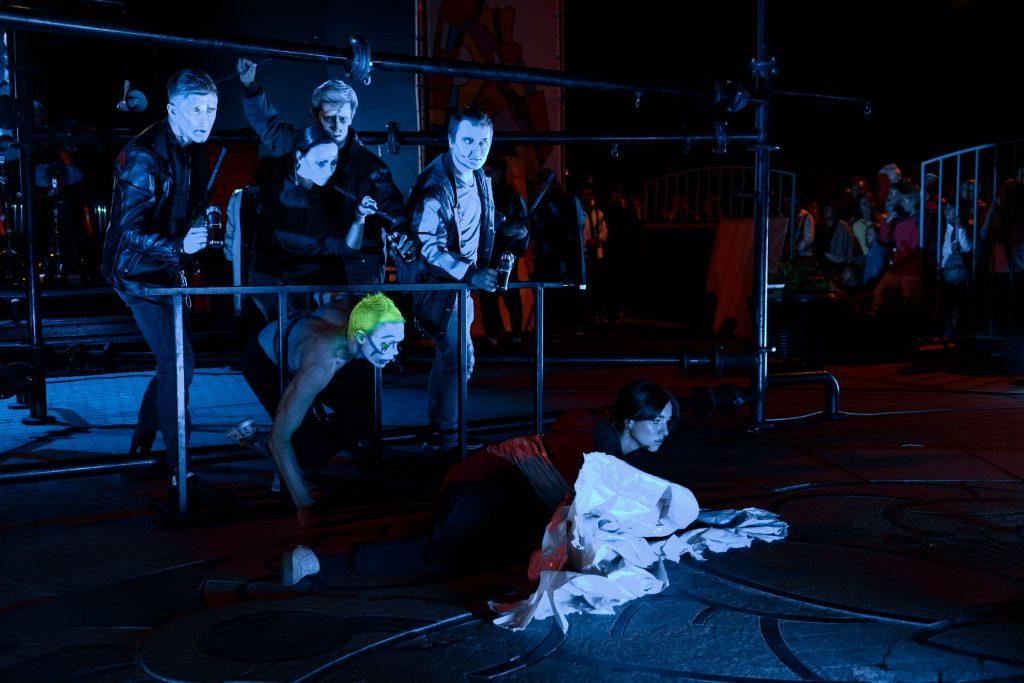 Премьера спектакля «ПоколениЯ» Премьера спектакля «ПоколениЯ» Премьера спектакля «ПоколениЯ», созданного на Фестивале «Таврида-АРТ»,состоялась на Театральном Марше в День Города DSC2260 min 1024x683